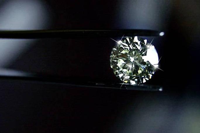 Истински ли е един диамант и как да го разпорнаем? Тук ще откриете полезна и важна информация за тези красиви камъни!