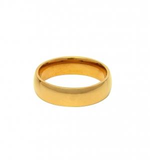 Класическа златна сватбена халка.