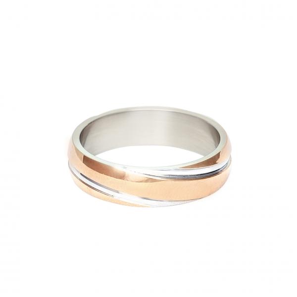 Мъжка сватбена халка от бяло и розово злато с диагонални декоративни елементи.