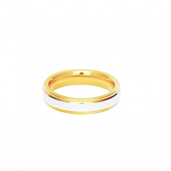 Дамска златна сватбена халка с бял декоративен елемент.