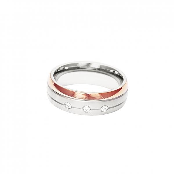Дамска сватбена халка от бяло злато с тънка ивица от розово злато и 3 инкрустирани диаманта.
